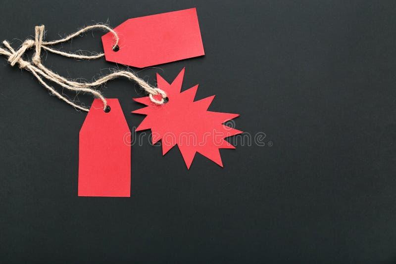 Etiquetas rojas de la venta imagen de archivo