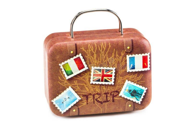 Etiquetas velhas do curso da mala de viagem isoladas com um trajeto de grampeamento imagem de stock royalty free