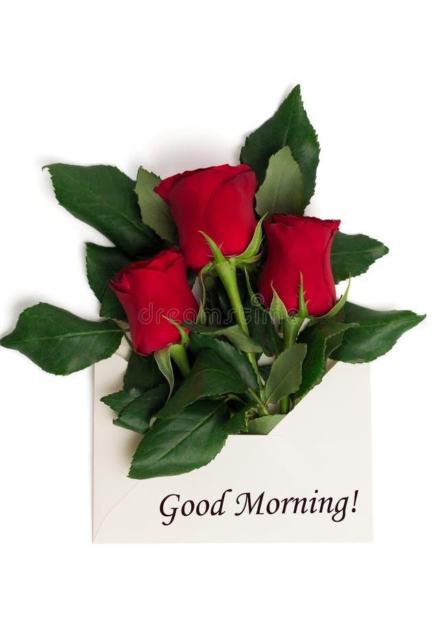 Etiquete o bom dia com o ramalhete de rosas vermelhas no envelope foto de stock royalty free