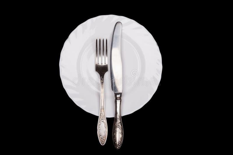 Etiquetteteken Plaat, vork, messen hoogste die mening op zwarte wordt geïsoleerd royalty-vrije stock foto