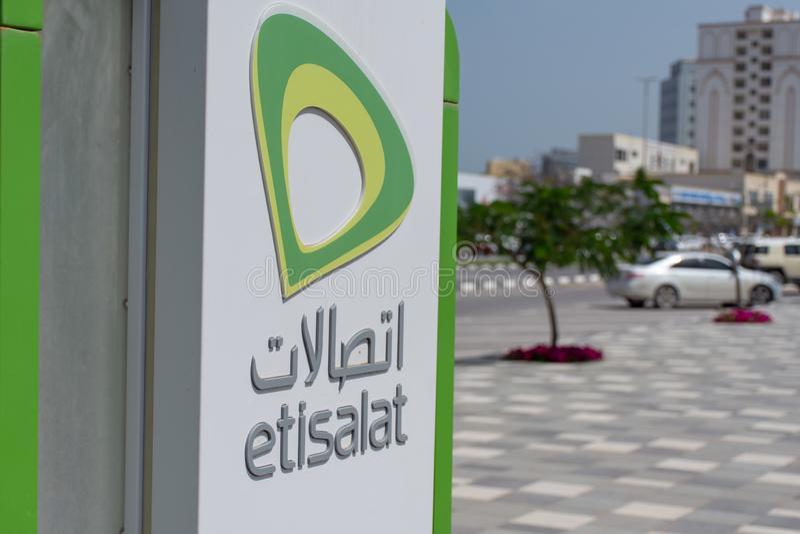 Etisalat Phonebooth le long de Ras al Khaimah Corniche photographie stock libre de droits