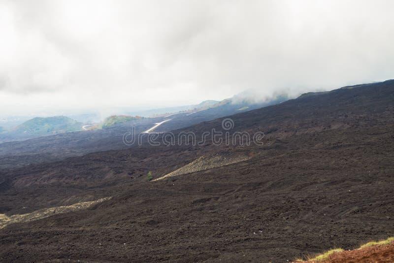 Etna火山,西西里岛,意大利风景  离开的象火星的表面 图库摄影