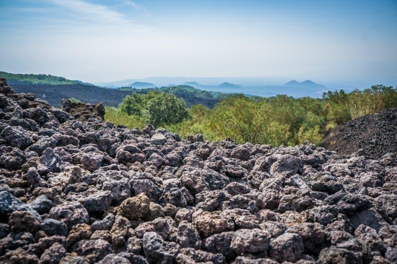 Etna ηφαιστείων άποψη με τις πέτρες λάβας στοκ εικόνα με δικαίωμα ελεύθερης χρήσης