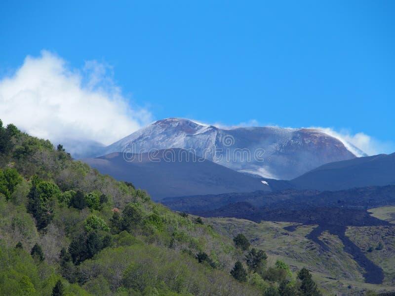 Etna Fuming, vulcano attivo più alto in Europa, Italia fotografia stock libera da diritti