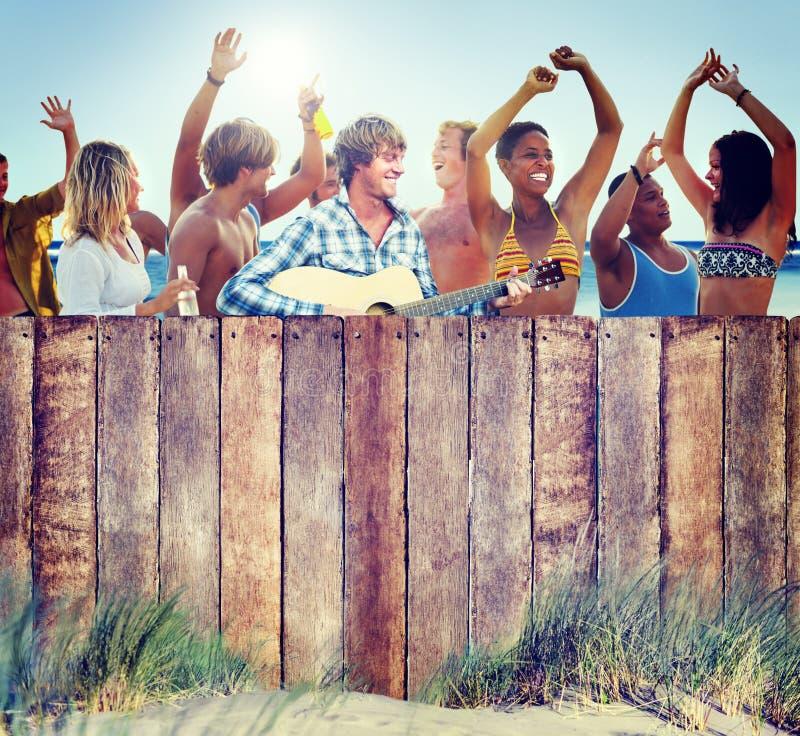 Download Etniczna Grupa Ludzi Bawi Się Outdoors Zdjęcie Stock - Obraz złożonej z kultura, proroctwo: 41954188