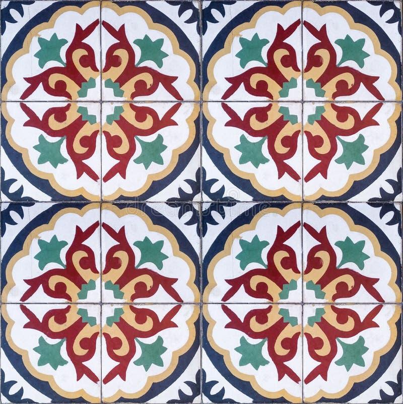 Etniczny Dekoracyjny bezszwowy wzór kolorowe płytki z ornamentami obraz stock