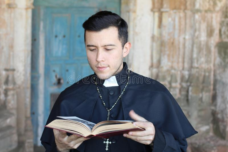 Etniczny młody księdza czytanie obrazy stock