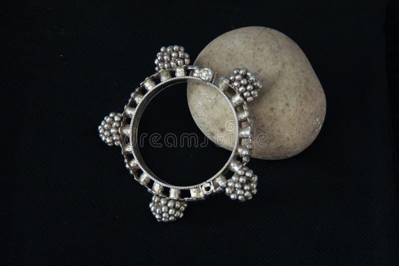 Etnische Zilveren Armband, India stock fotografie