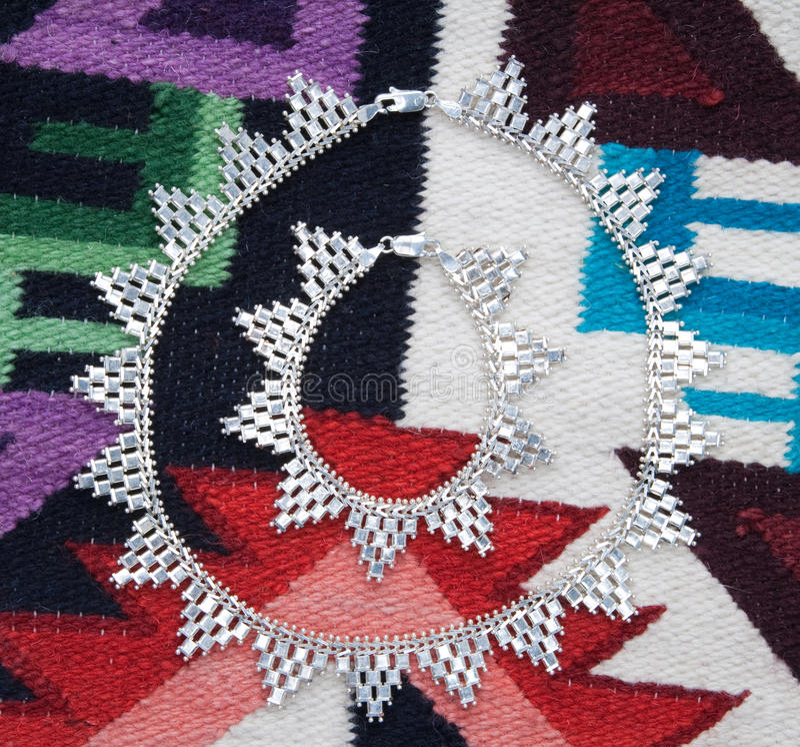 etnisk halsbandsilver för armband royaltyfri foto