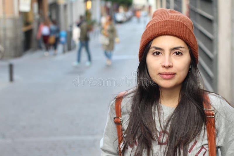 Etnisk kvinna för höft med kopieringsutrymme arkivbilder