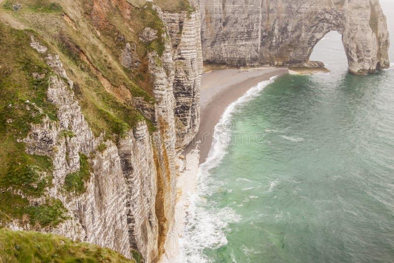 Etretat, d'Albatre de Francia Cote (costa del alabastro) es parte de imagen de archivo libre de regalías