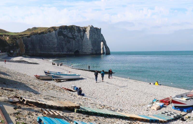 Etretat klippor på en varm solig höstdag i Frankrike arkivbild