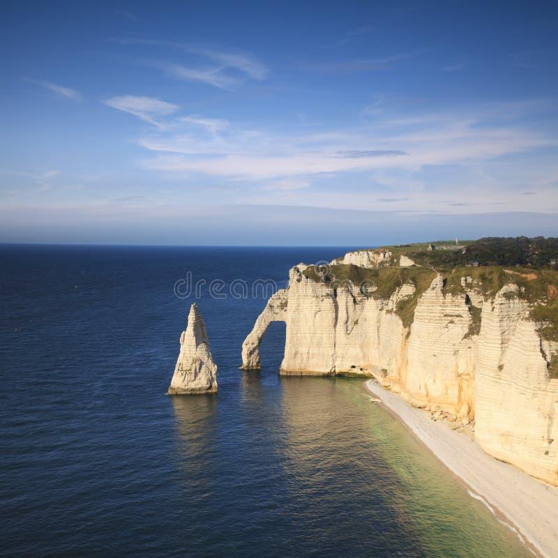 Etretat Normandië Frankrijk L ` Aiguille et La Porte D ` Aval stock foto's