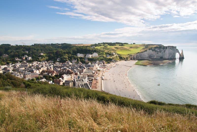 Etretat stad i Normandy Frankrike royaltyfri bild
