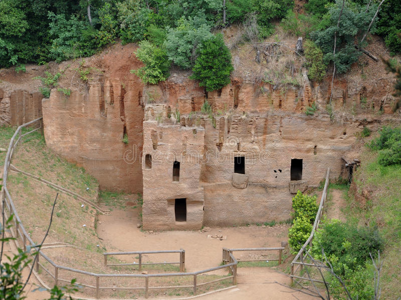 etruscan tombs arkivfoton