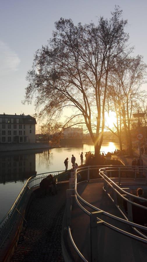 Ett ögonblick av vilar på floden fotografering för bildbyråer