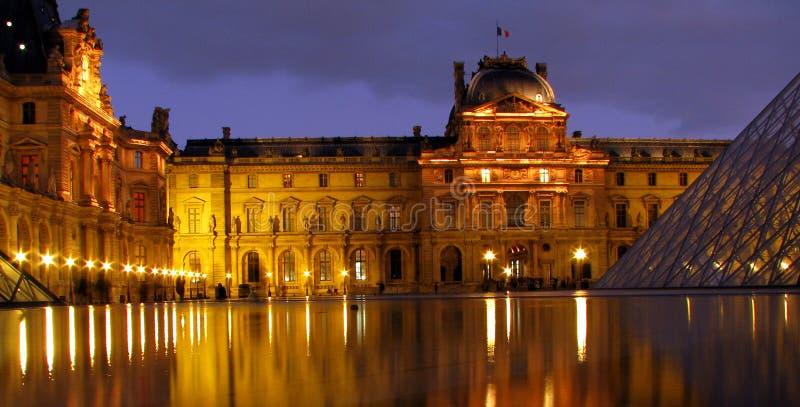Ett ögonblick i Tid på Louvre fotografering för bildbyråer