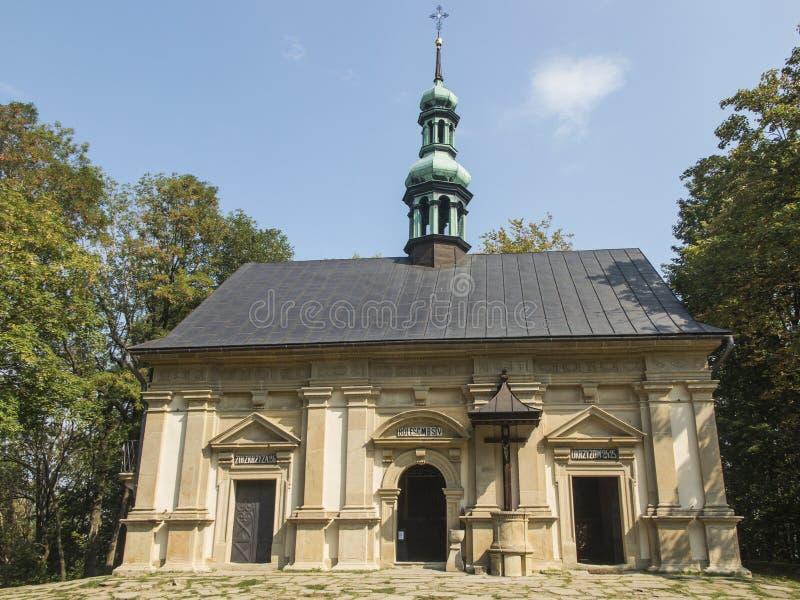Ett av kapellen på de Kalwaria banorna i Marian-passionen s royaltyfri foto