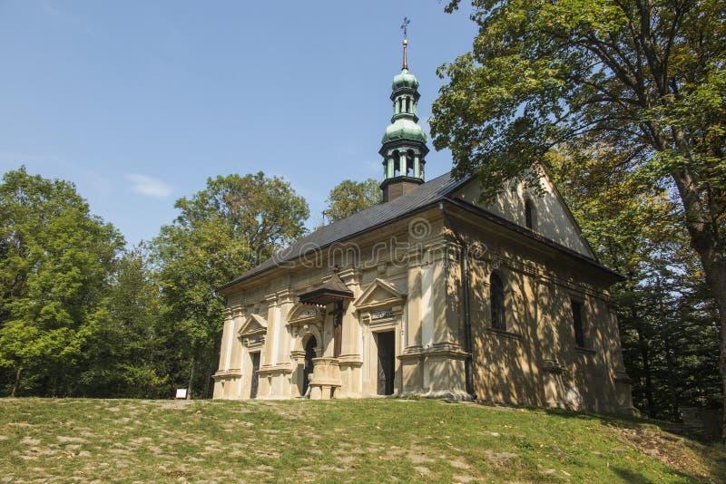 Ett av kapellen på de Kalwaria banorna i Marian-passionen s royaltyfri bild