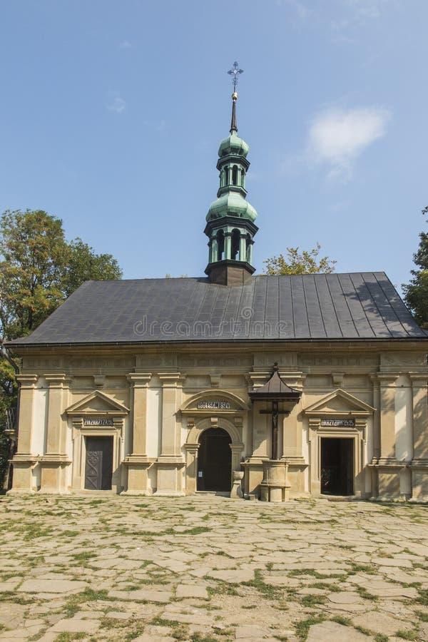 Ett av kapellen på de Kalwaria banorna i Marian-passionen s arkivfoto