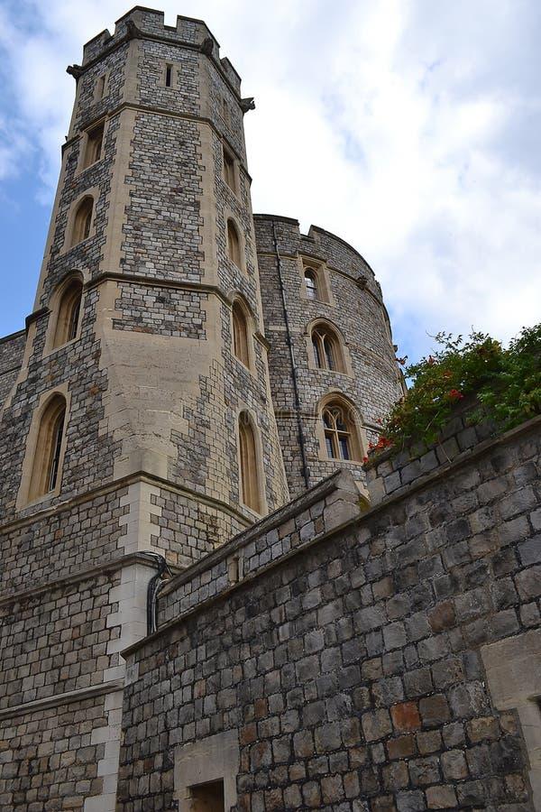 Ett av tornen på väggen av Windsor Castle förenat kungarike arkivbild