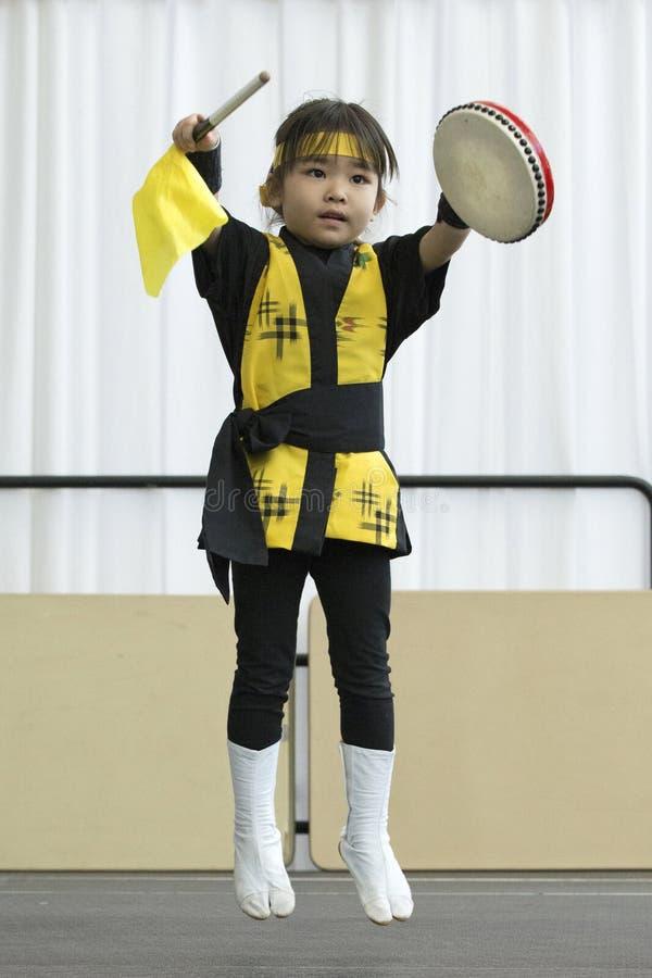 Ett barn kan göra det royaltyfria foton