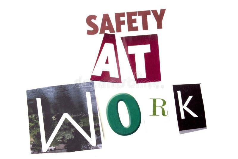 Ett begrepp för visning för ordhandstiltext av säkerhet på arbete som göras av den olika tidskrifttidningsbokstaven för affärsidé arkivbilder