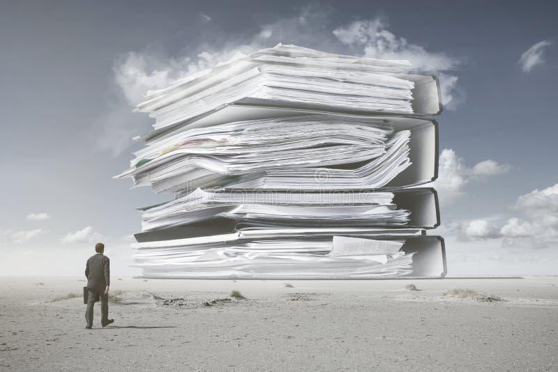 Ett berg av skrivbordsarbete arkivbild