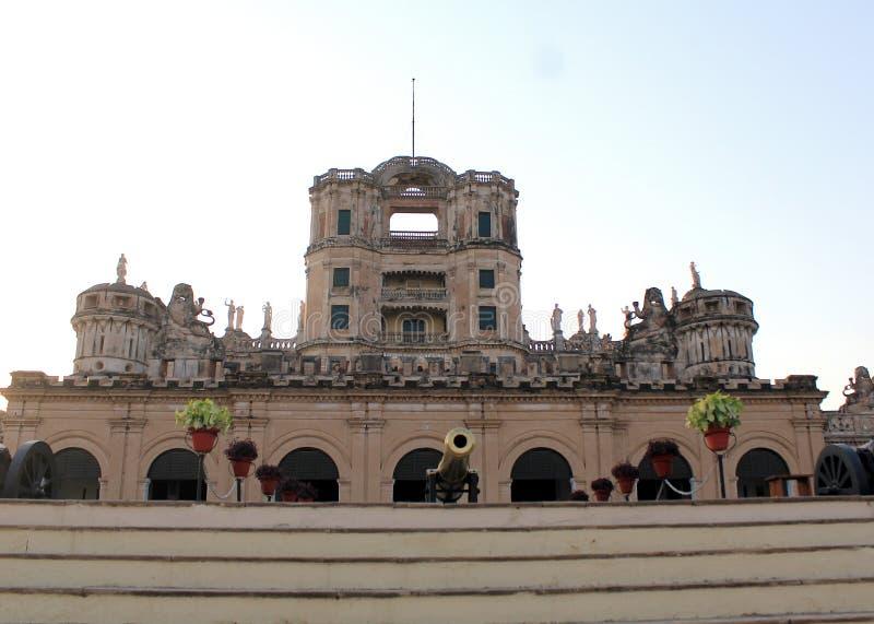 Ett besök till Lucknow, staden av Nawabs som har rika arvbyggnader och också moderna strukturer arkivbilder
