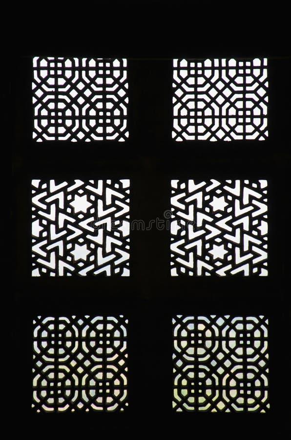 Ett dekorerat snidit fönster mahal jahangir Orchha Madhya Pradesh arkivfoton