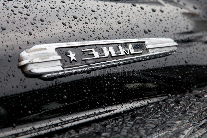 Ett emblem av retro ZIM-bilar arkivfoto