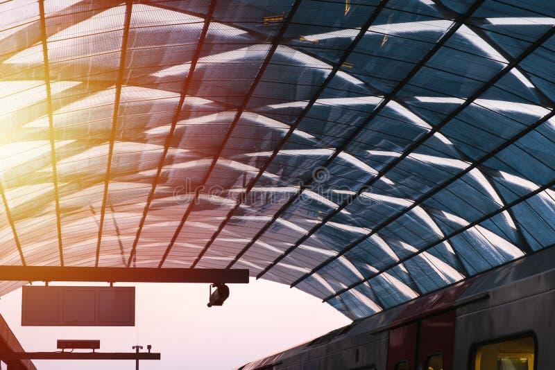 Ett exponeringsglastak av gångtunnelstationen royaltyfri fotografi