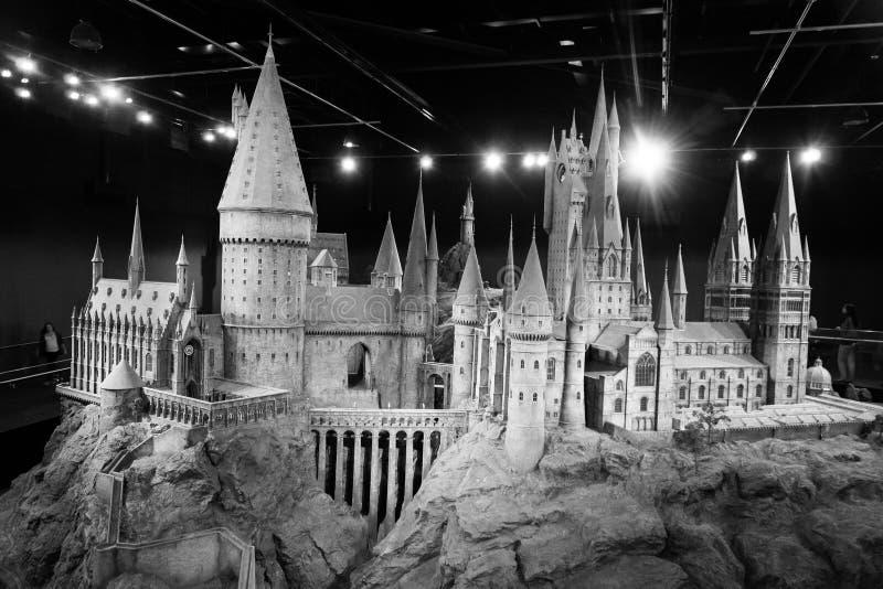 Ett förminskande format av Hogwarts skola av häxeri- och trolldomslotten, danandet av Harry Potter, WB-studio arkivbilder