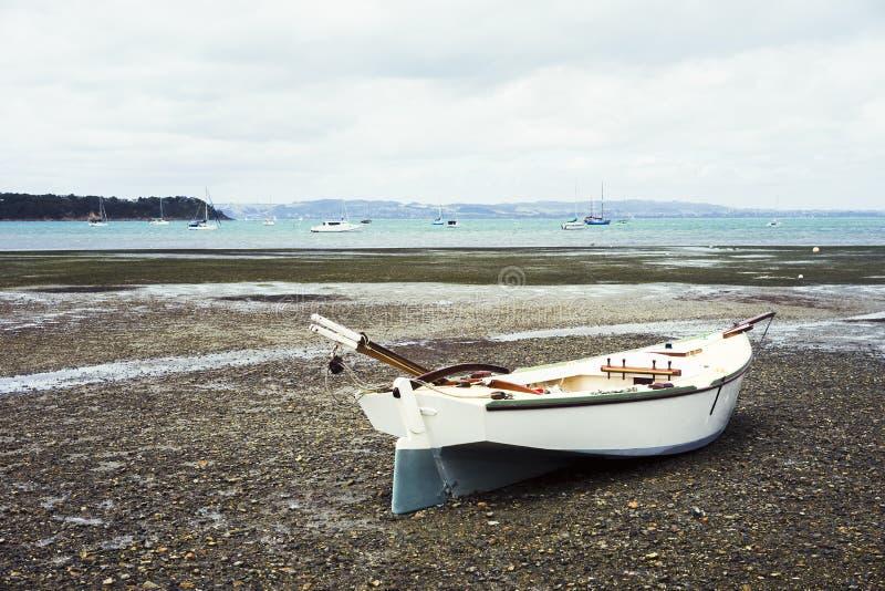 Ett fartyg på stranden royaltyfri bild