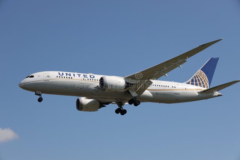 Ett flygplan av United Airlines royaltyfri foto