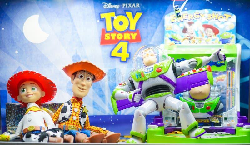 Ett foto av Toy Story maskottecken från det Jessie, Woddy och för rykte ljusa året från vänster till höger arkivbild