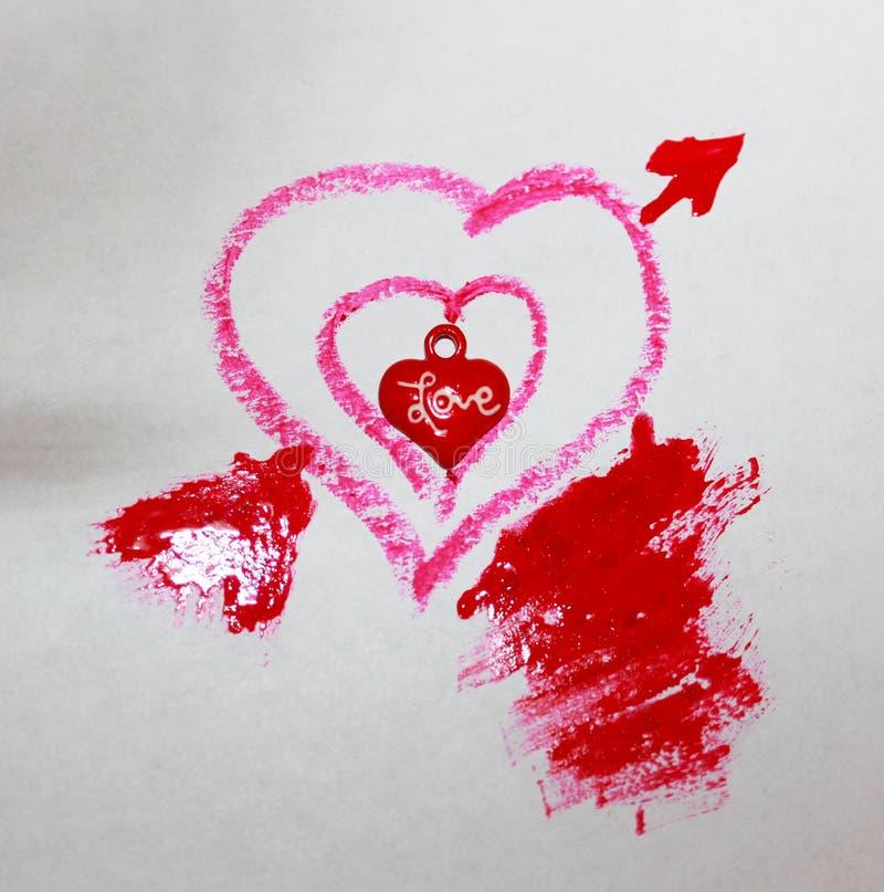Ett foto av tre hjärtor som är små i stort rött arkivbilder