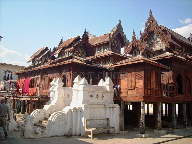 ett gammalt fisherhus i Vietnam royaltyfria foton