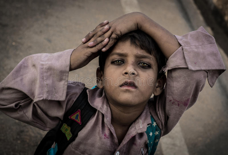Ett gatabarn i Indien fotografering för bildbyråer