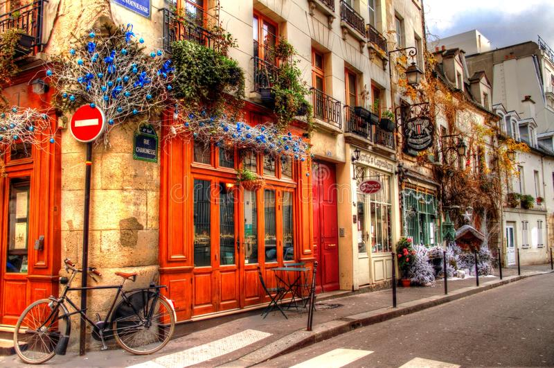 Ett gatahörn i Paris royaltyfria foton
