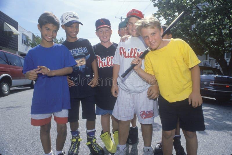 Ett grannskapstickballlag, södra Philadelphia, PA royaltyfria foton