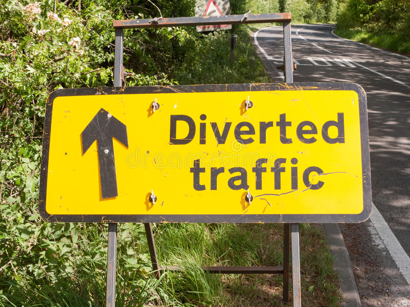 Ett gult tecken för konstruktion för vägtrafik för designdiagramsayi arkivfoton