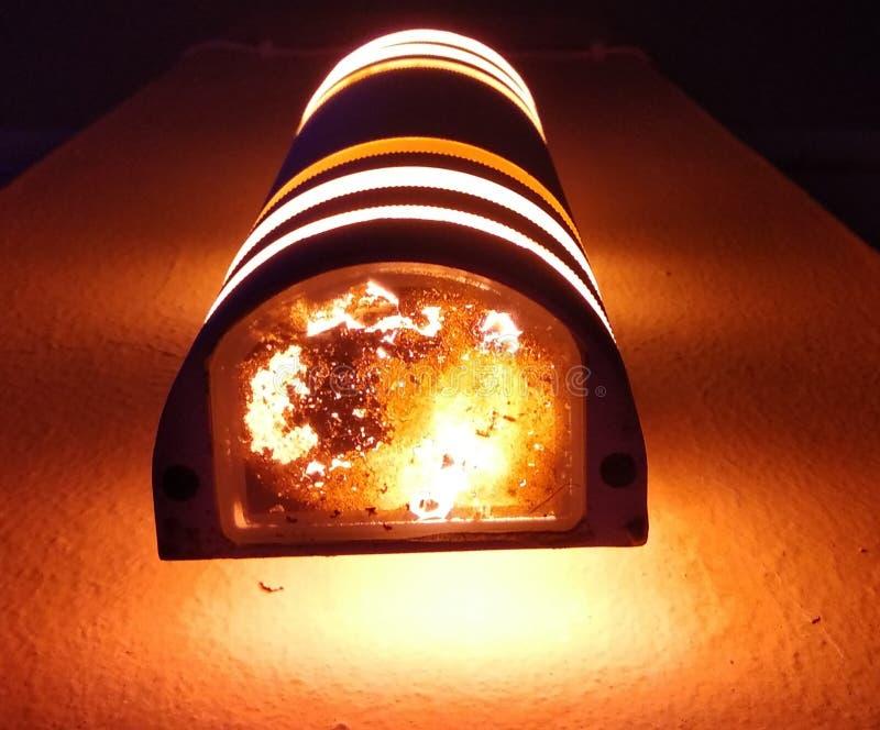 Ett härligt fantastiskt ljus från den härliga lampan fotografering för bildbyråer