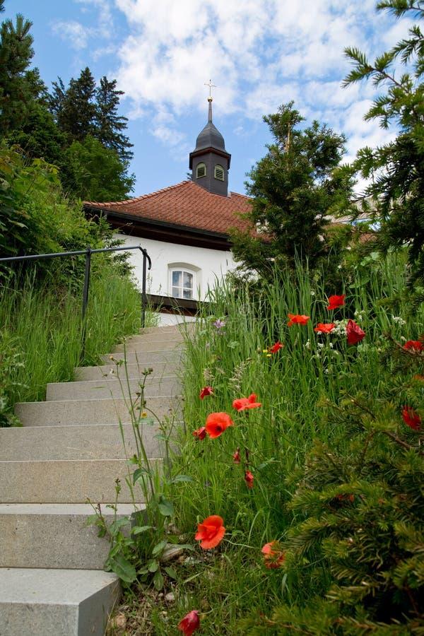 Ett hus i schweiziska fjällängar arkivbilder