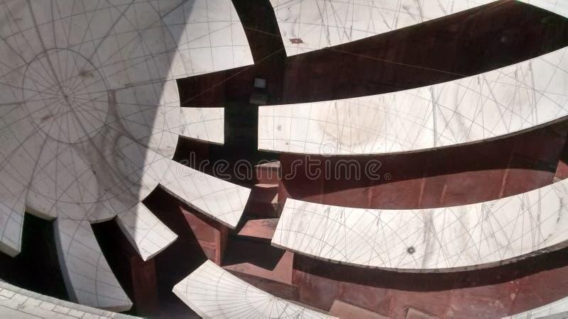 Ett instrument som mäter tid på Jantar Mantar, Jaipur arkivfoto