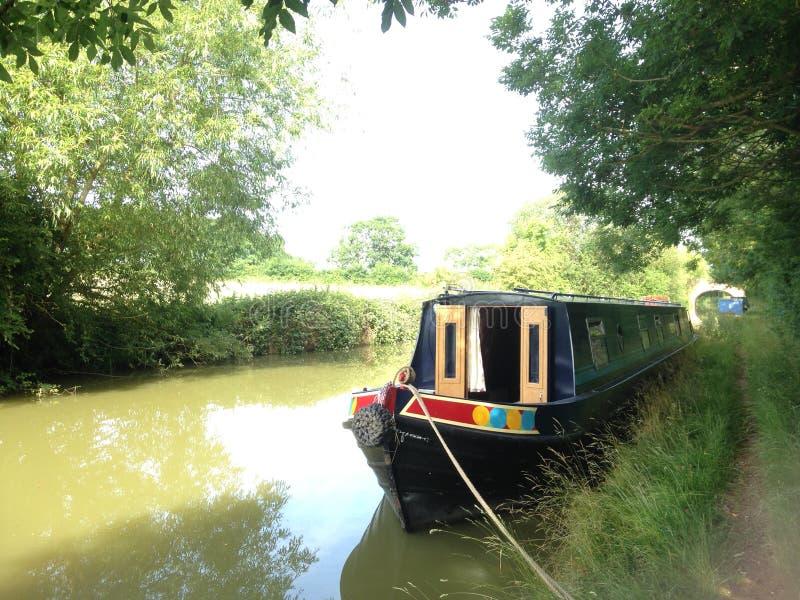 Ett kanalfartyg på den Oxford unionkanalen royaltyfri fotografi