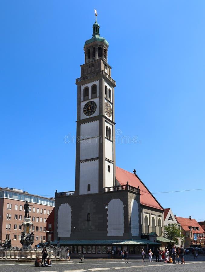 Ett klockatorn i Augsburg, Tyskland royaltyfria bilder
