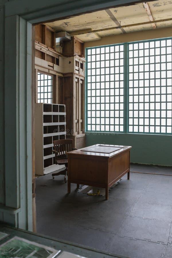 Ett kontor inom av den nya Indusctries byggnaden på Alcatraz Isl royaltyfria foton