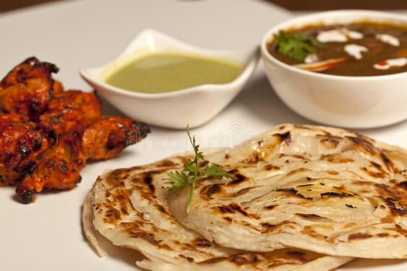 Ett kryddigt smör Paneer Masala med roti och kebab royaltyfri foto