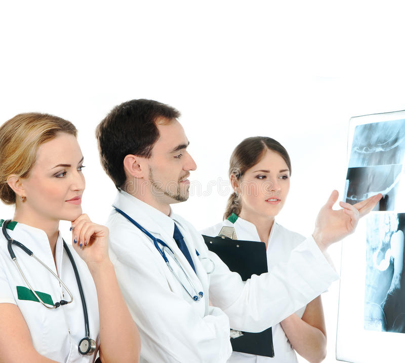 Ett lag av den unga caucasianen manipulerar hållande röntgenstrålar royaltyfria foton